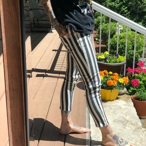 Mid-Rise Black and White Striped 7/8 Pants